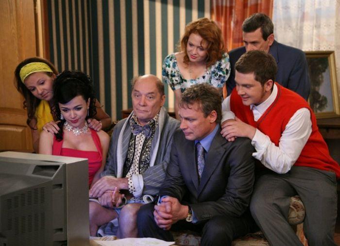 Иностранные сериалы, адаптированные под нашего зрителя (28 фото)