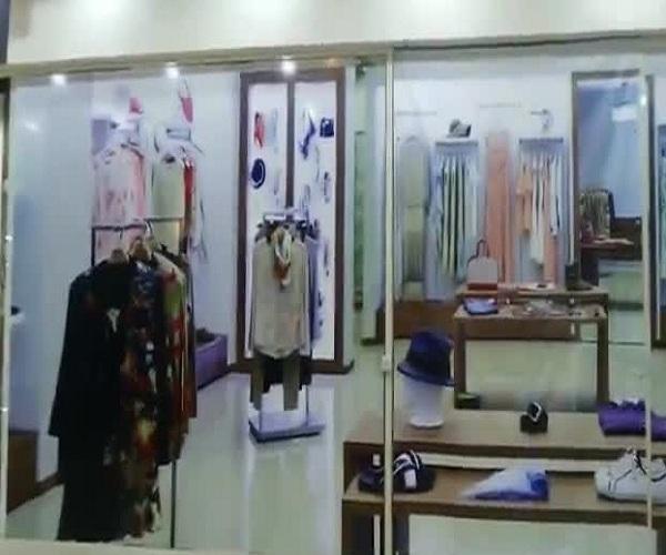 Нарисованные магазины в торговом центре Екатеринбурга