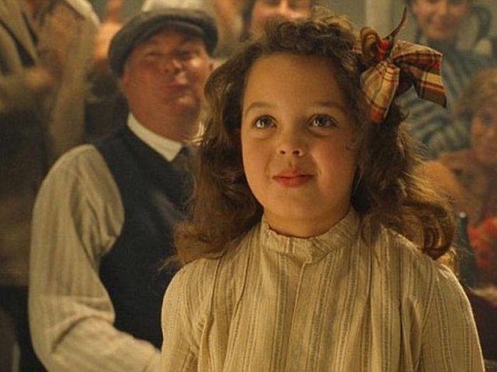Александра Оуэнс, девочка танцевавшая с Леонардо Ди Каприо в «Титанике», спустя 19 лет (4 фото)