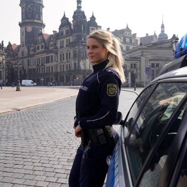 Адриенн Колеса - самая сексуальная женщина немецкой полиции (34 фото)
