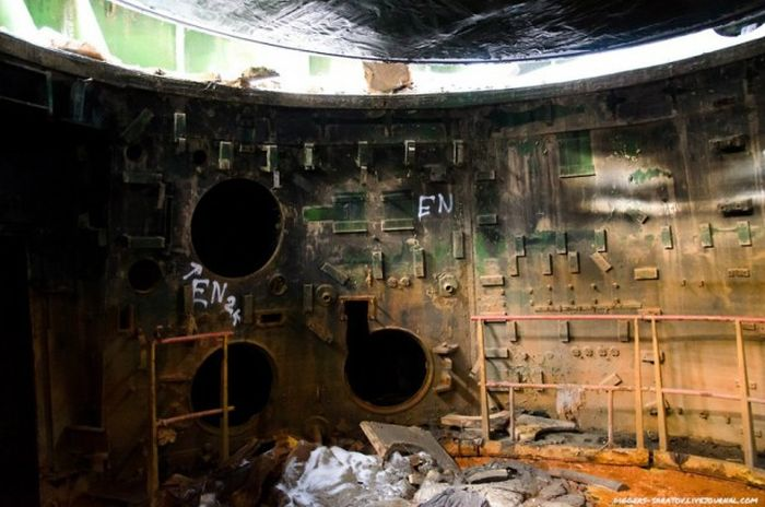 Экскурсия по заброшенному пусковому ракетному комплексу близ Саратова (17 фото)