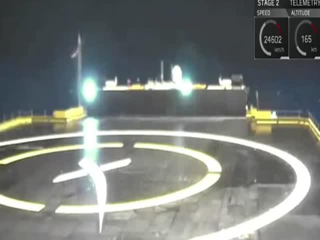 SpaceX повторно посадила первую ступень ракеты на платформу в океане