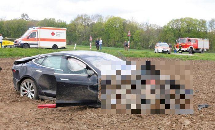 Пост о безопасности электромобиля Tesla Model S (7 фото)