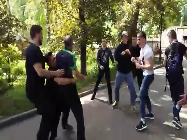 Потасовка на Мемориале славы в Харькове