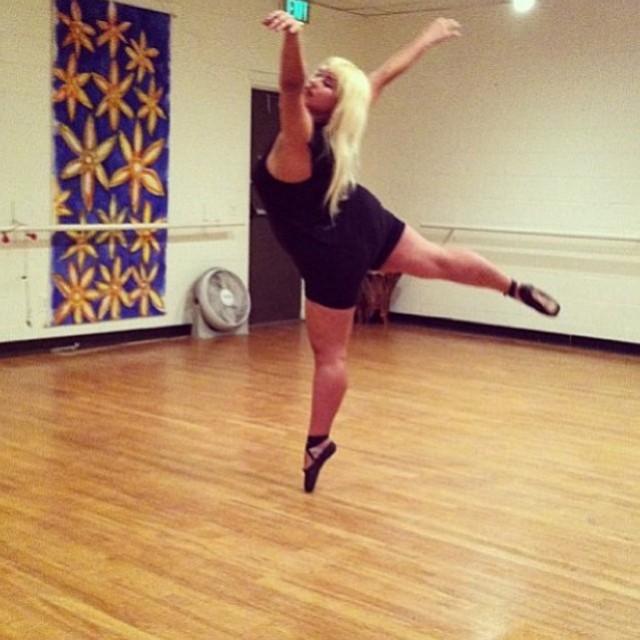 Фростина Шейк - необычная балерина в бурлеск-шоу (14 фото)
