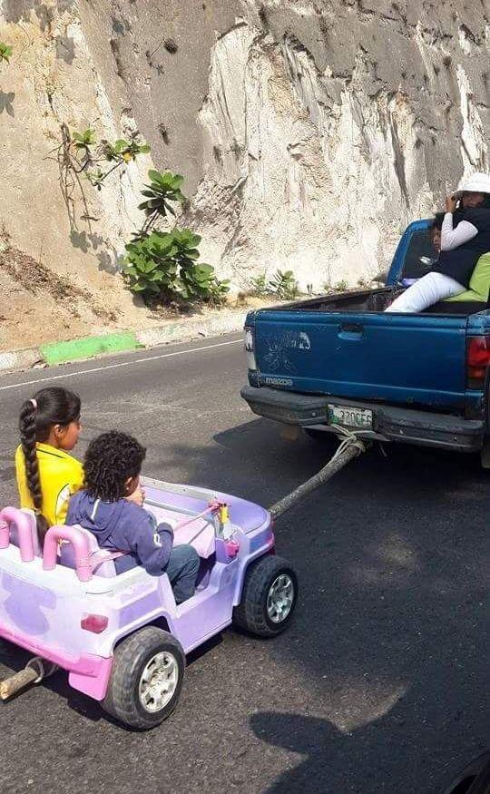 Как развлекают детей в Гватемале (2 фото)