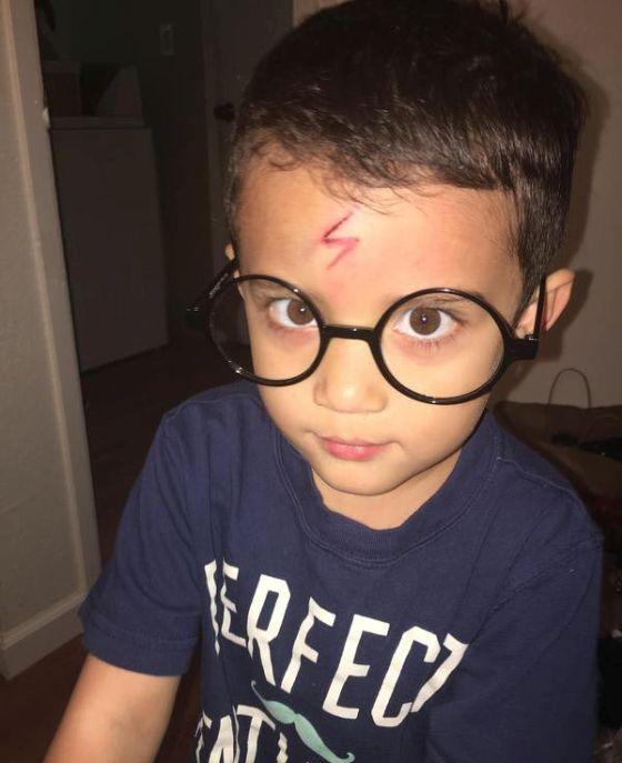 Находчивая мама быстро успокоила сына (5 фото)