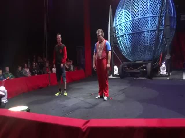 Неудачный номер в цирке