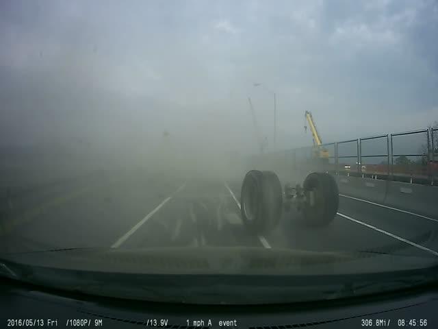 Необычная авария с тягачом