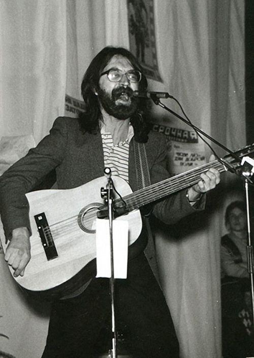 Как изменился музыкант Юрий Шевчук в период с 1972 по 1977 год (2 фото)