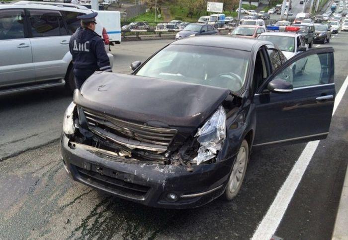 Пьяный водитель внедорожника совершил столкновение на полосе встречного движения (5 фото + 2 видео)