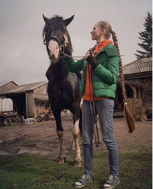 Западные СМИ назвали россиянку Дарью Губанову «живой Рапунцель» (17 фото + видео)
