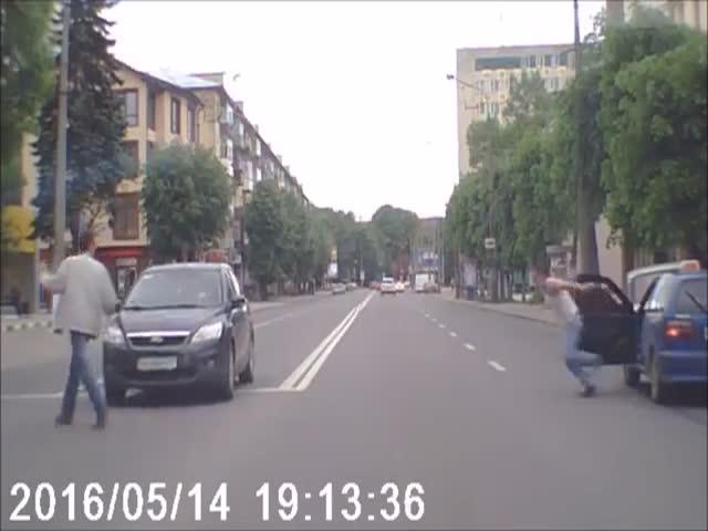 Водитель догнал пешехода, которого он посчитал виновным в ДТП