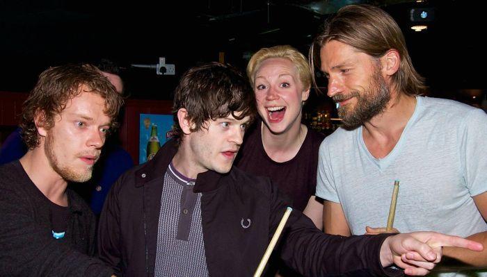 Актеры сериала «Игра престолов» за пределами съемочной площадки (32 фото)