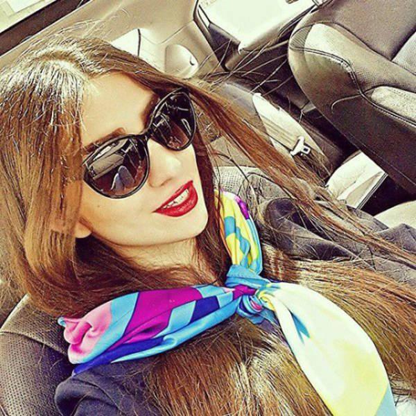 Иранских девушек арестовали из-за фотографий без хиджабов (12 фото)