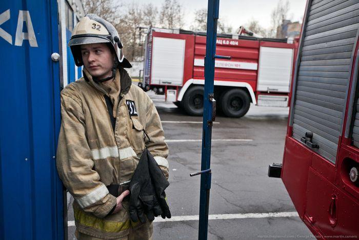 Пожарная часть. Вид изнутри (23 фото)