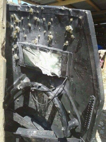 Щит бойца СОБРа, погибшего во время спецоперации в Дагестане (3 фото)