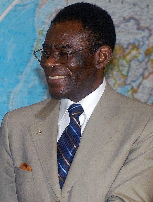 Франсиско Масиас Нгема - сумасшедший диктатор, съевший казну Экваториальной Гвинеи (6 фото)