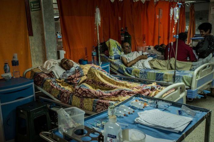 Больницы Венесуэлы - страны с самыми большими запасами нефти (7 фото)