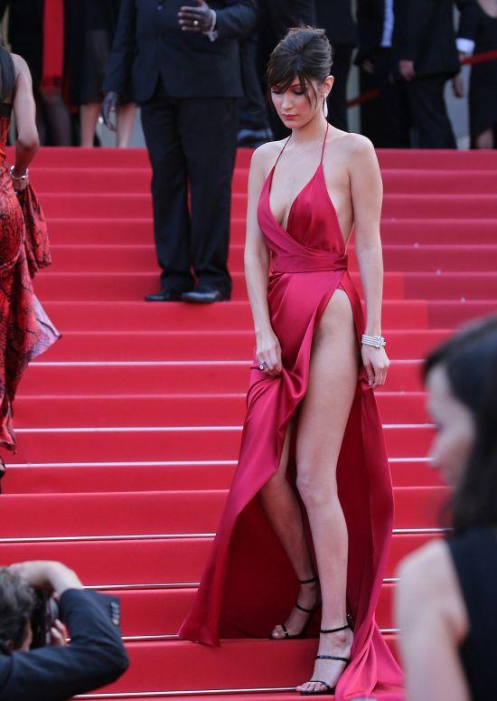 Юная топ-модель Белла Хадид поразили Канны своим откровенным нарядом (7 фото)