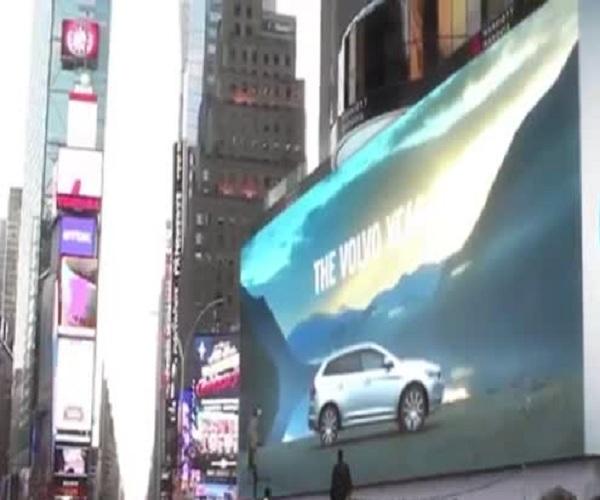 В Нью-Йорке Путин подмигнул американцам с экрана на Таймс-сквер