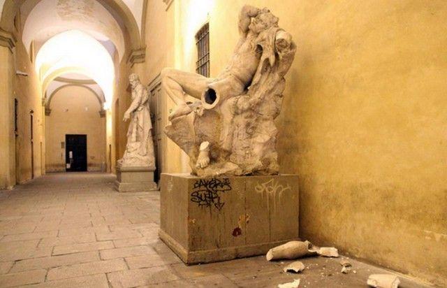 Великие произведения искусства, уничтоженные по глупой случайности (7 фото)
