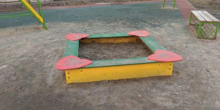 В Раменском проблему отсутствия песка в детской песочнице пытались решить фотошопом (3 фото)