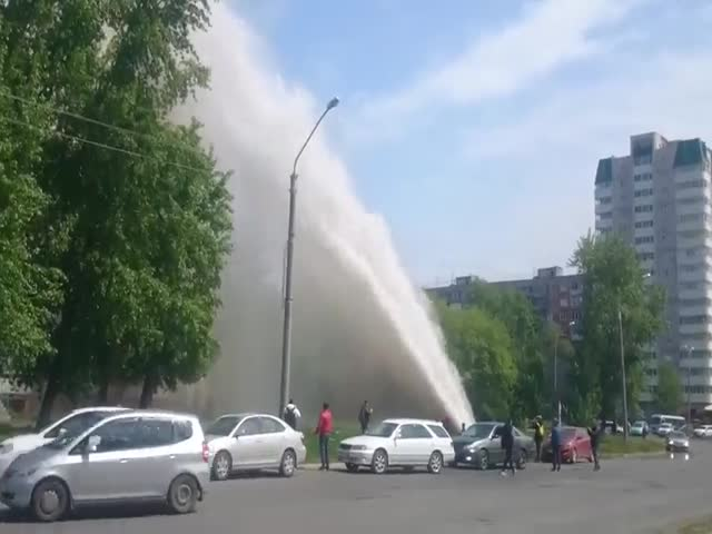 В Барнауле фонтан из кипятка выбил окна в квартирах