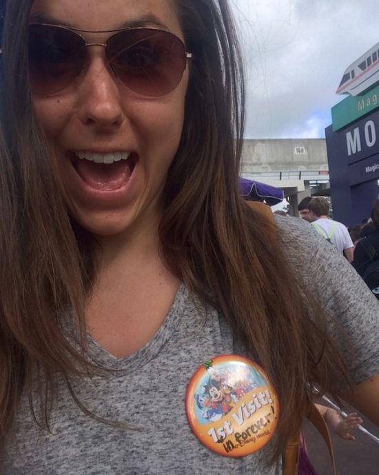 Американка посетили Диснейленд по билету 22-летней давности (3 фото)