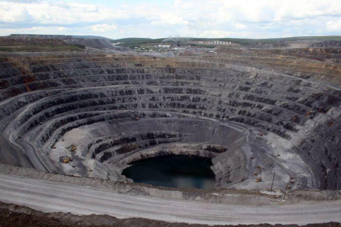 150 человек оказались заблокированными на золотодобывающем руднике «Восточный» в Красноярском крае (2 фото)