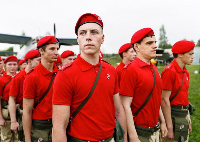 В Ярославле 104 школьникиа вступили в возрожденное движение «Юнармия» (12 фото)
