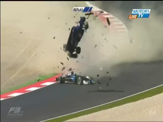 Жуткая авария на гонках «Формулы-3»