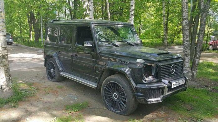 В Санкт-Петербурге обокрали и «распотрошили» Mercedes-Benz G-Class (3 фото)
