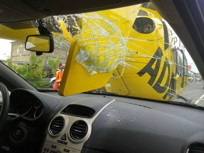 Неудачная посадка вертолета (3 фото)