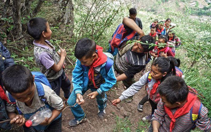 Опасная дорога в школу (11 фото)