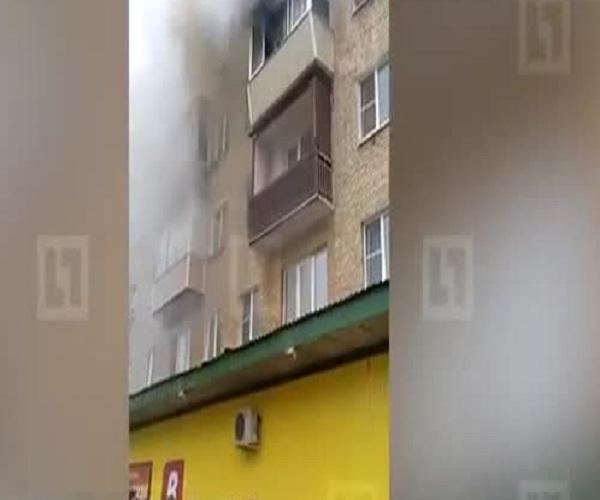 Спасаясь от пожара, семья спрыгнула с 5 этажа