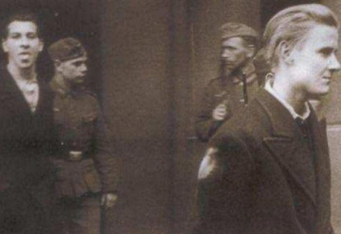 Храбрый француз, плюющий смерти в лицо (4 фото)