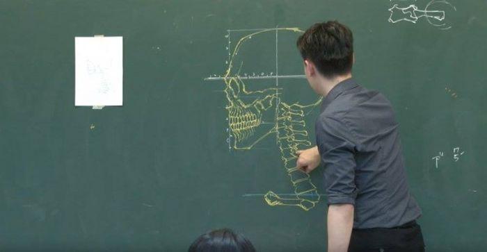 Китайский учитель на уроке анатомии (7 фото)