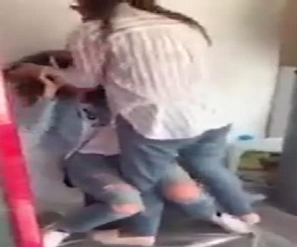 Жена избивает любовницу мужа
