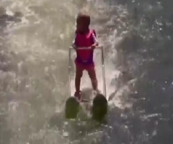 Полугодовалая девочка установила рекорд дальности езды на водных лыжах