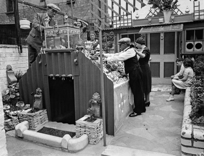 Крошечный семейный бункер времен Второй мировой войны (17 фото)