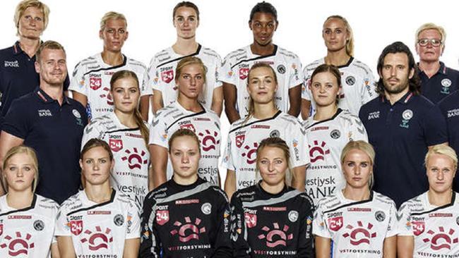 Датские гандболистки поздравили поклонников с победой откровенным снимком в душе (фото)