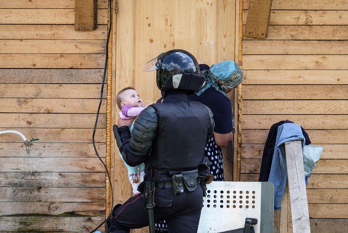 Под Тулой сносят крупнейший в России поселок цыган (19 фото)