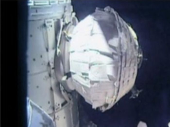 На борту МКС появился надувной модуль (4 фото)