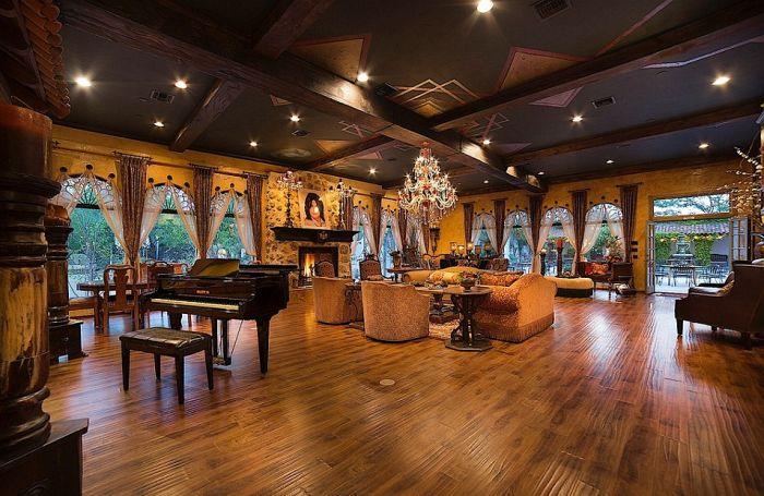 В Лас-Вегасе продается особняк Майкла Джексона (24 фото)