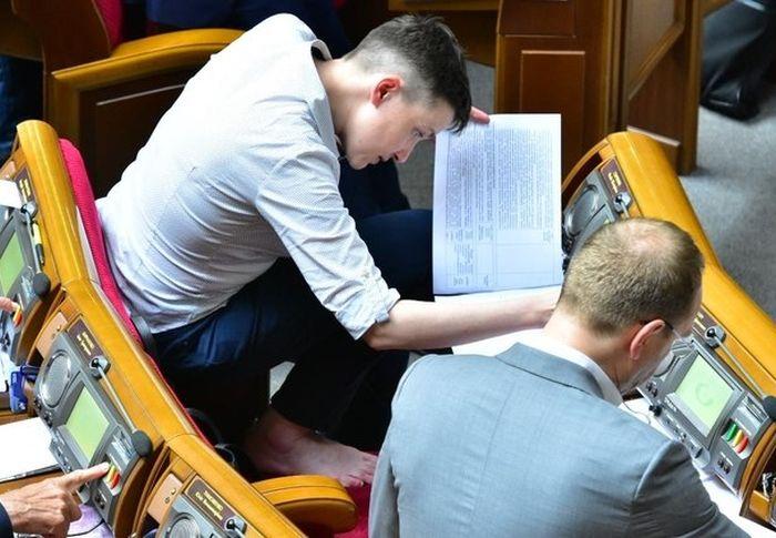 Украинская летчица Надежда Савченко на заседании Верховной Рады (3 фото)