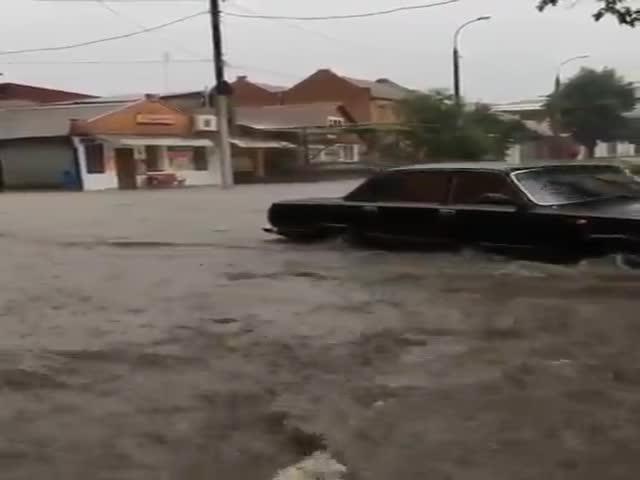 Проливной дождь затопил Саратов