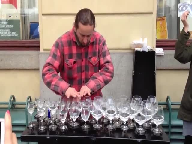 Виртуозная игра на бокалах