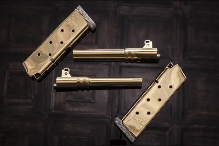 Американцы создали пистолет из метеорита за 4,5 млн долларов (17 фото)