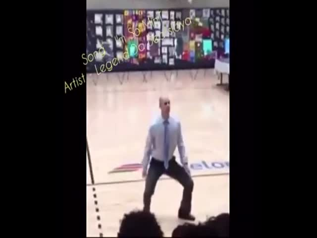 Директор школы поразил учеников своим танцем